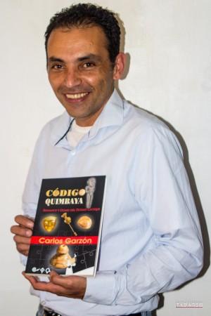En la imagen, Carlos Garzón, autor de la novela Código Quimbaya. Fotografía Dieg