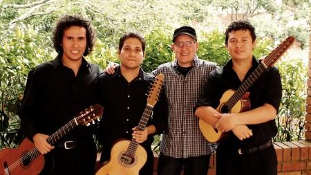 En la foto, Grupo Macaregua, quienes representan a la  Universidad Autónoma de Bucaramanga